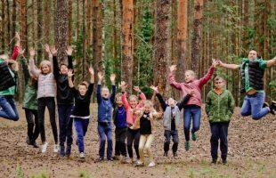 Путин предложил компенсировать родителям 50% стоимости путевки для детей в летние загородные лагеря