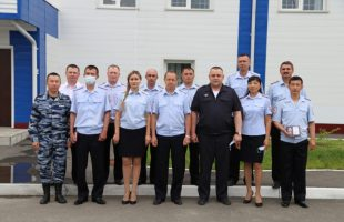В Республике Алтай инспекторы-кинологи получили награды в свой профессиональный праздник